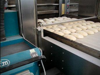 Zautomatyzowany system do czyszczenia pieczywa przed wypiekiem