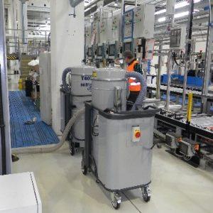 Odsysanie wody i zanieszczyszczeń mechanicznych na linii testowania zmywarek
