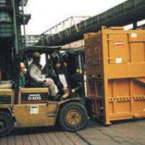 Czyszczenie dachu z odpadów hutniczych